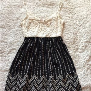 Dresses & Skirts - Black and whit lace detailed dress